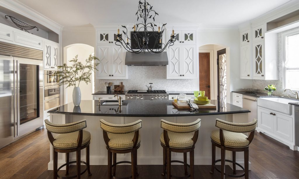 Casual Elegance in Dallas Elegant Family Kitchen | Bentwood of Dallas