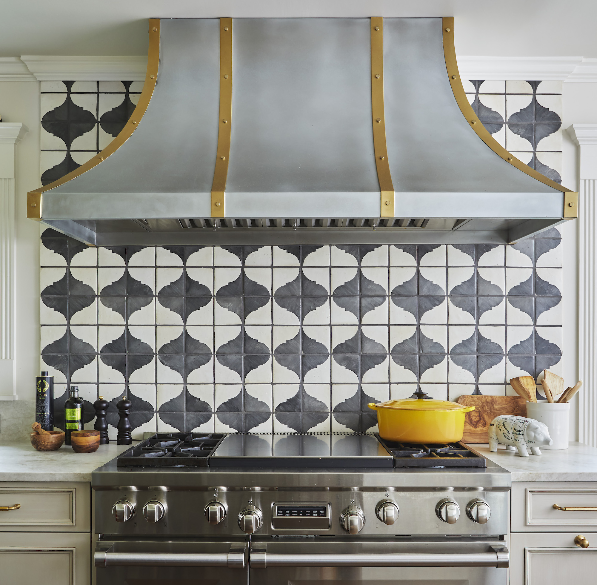 French Bistro Style For The Perfect Cook S Kitchen Bentwood Luxury Kitchens